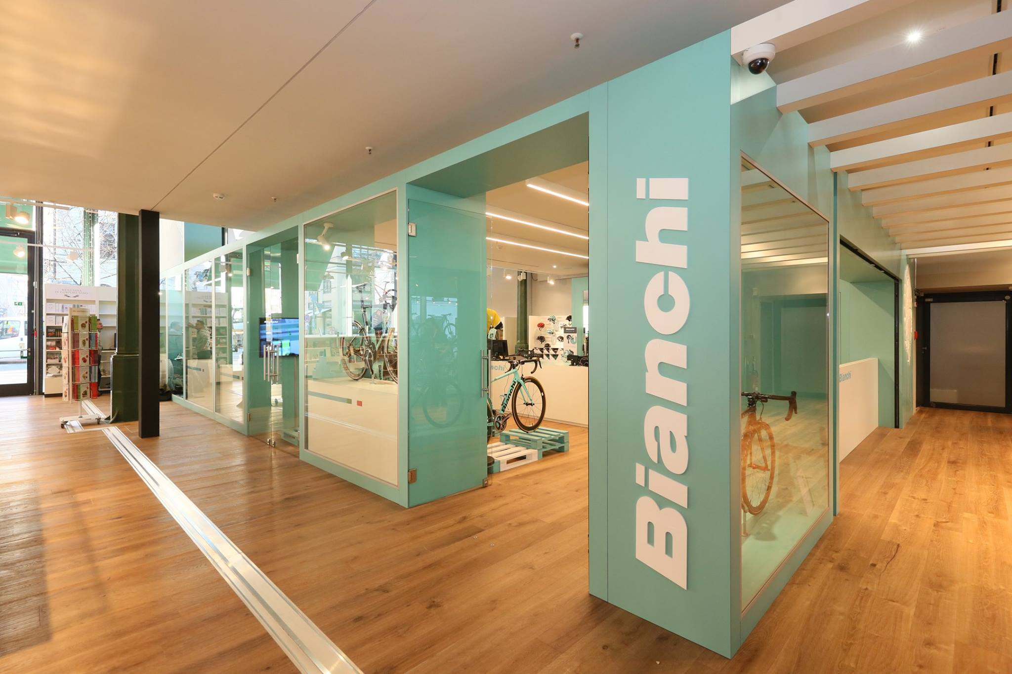 bianchi opens new pop up bike shop in munich. Black Bedroom Furniture Sets. Home Design Ideas