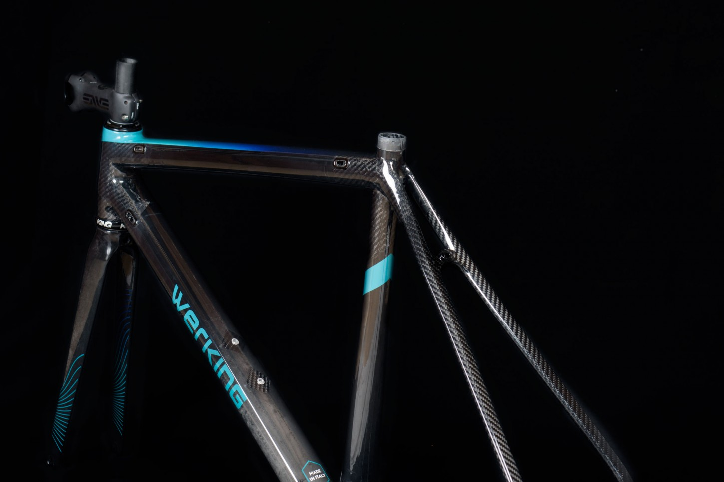 capovelo com werking cycles offers handmade carbon frames from the
